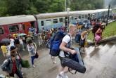 Tusványos - Érkeznek a táborlakók Tusnádfürdõre