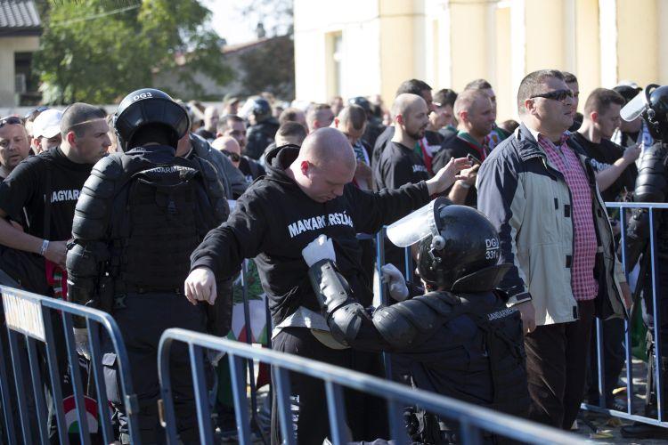 Román-magyar - Incidensek nélkül megérkezett Bukarestbe a ma
