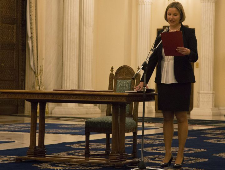 Letette a hivatali esküt Hegedüs Csilla, a román kormány új