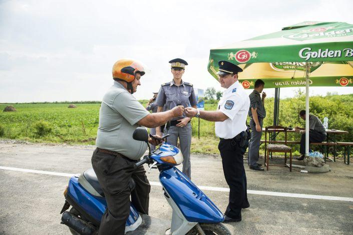 A magyar-román határon átvezetõ utat adtak át a szatmári Z