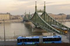 Forgalomba állt az elsõ vadonatúj hibridbusz Budapesten