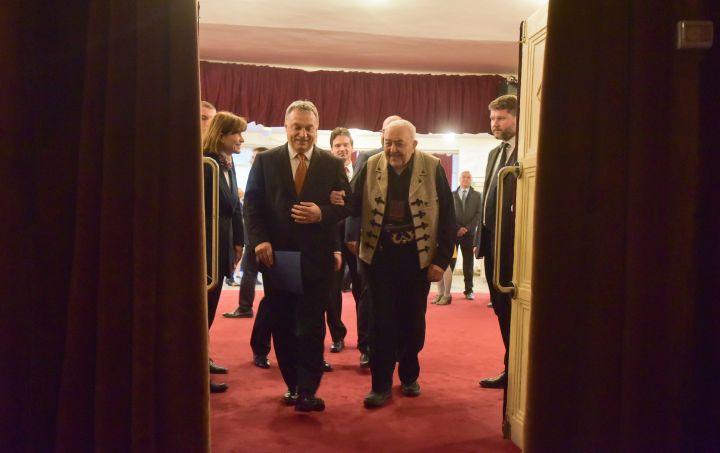 Orbán Viktor; Kallós Zoltán