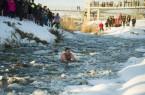 Schirilla György a jeges Zagyva folyóban