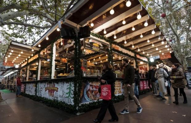 Karácsonyi vásár a Vörösmarty téren